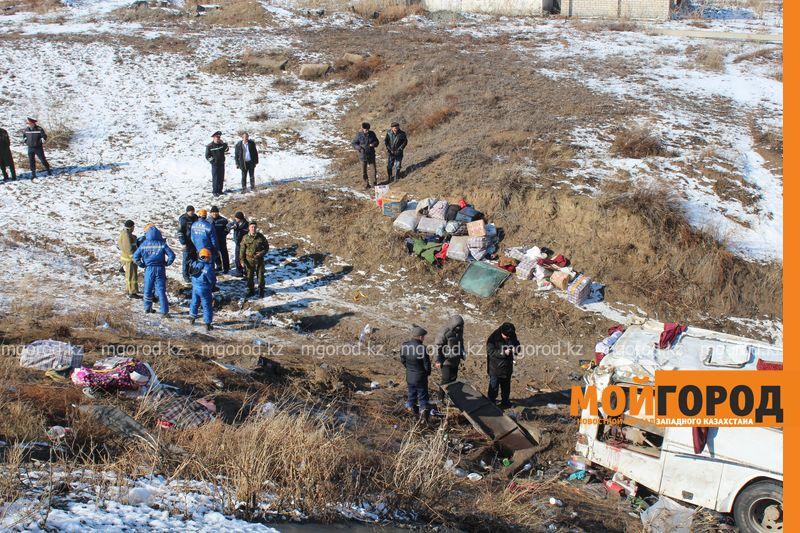 Гражданам Узбекистана из перевернувшегося автобуса некуда идти (фото, видео) dtp_uzbeki (17)