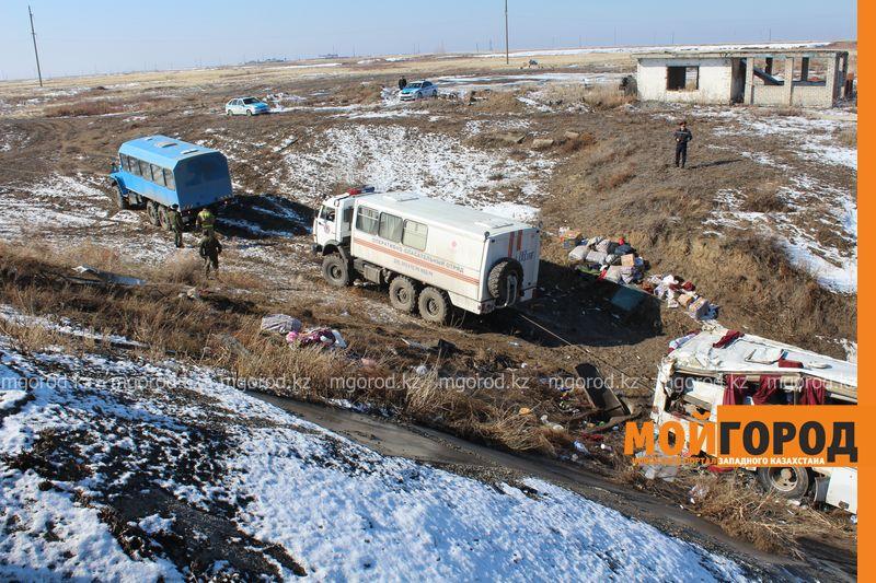 Гражданам Узбекистана из перевернувшегося автобуса некуда идти (фото, видео) dtp_uzbeki (20)