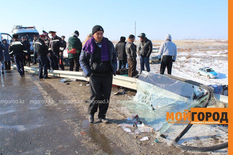 Гражданам Узбекистана из перевернувшегося автобуса некуда идти (фото, видео) dtp_uzbeki (3)