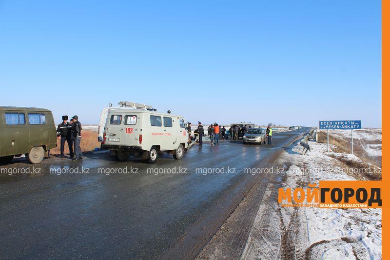 Гражданам Узбекистана из перевернувшегося автобуса некуда идти (фото, видео) dtp_uzbeki (4)