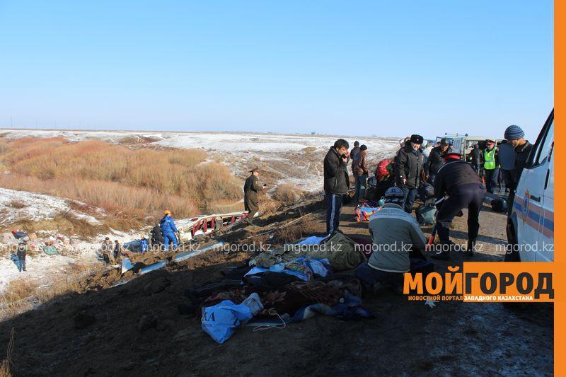Гражданам Узбекистана из перевернувшегося автобуса некуда идти (фото, видео) dtp_uzbeki (5)