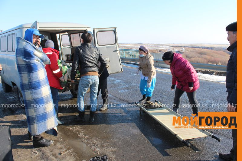 Гражданам Узбекистана из перевернувшегося автобуса некуда идти (фото, видео) dtp_uzbeki (7)