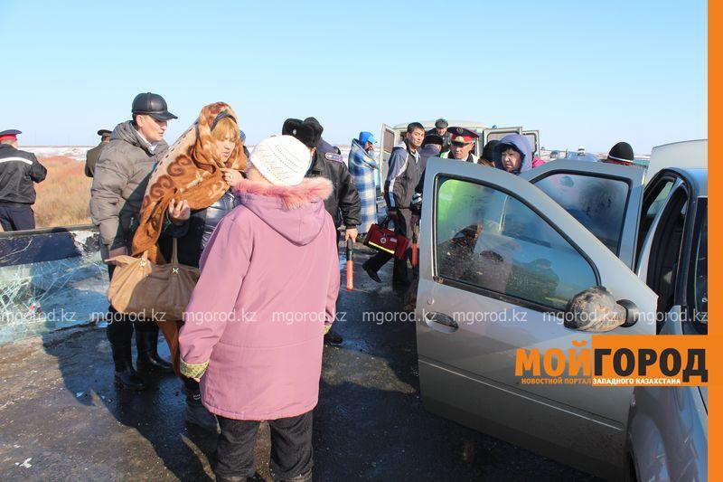 Гражданам Узбекистана из перевернувшегося автобуса некуда идти (фото, видео) dtp_uzbeki (8)