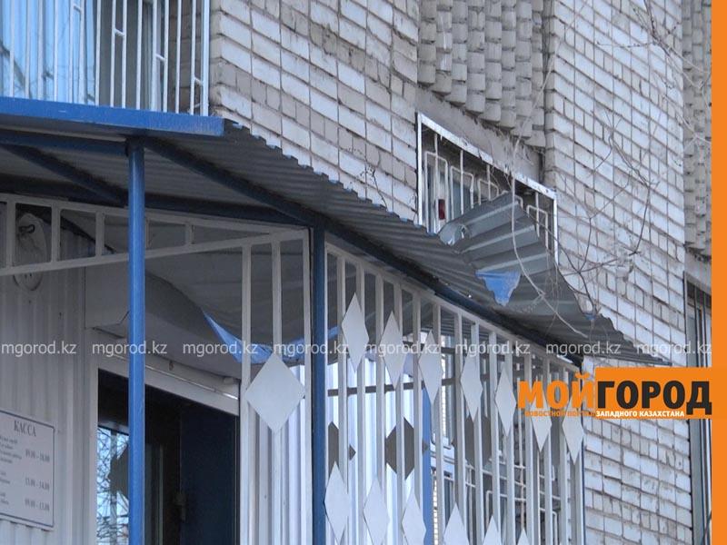 Новости Уральск - В Уральске девушка выпала с девятого этажа и осталась жива obshezhitie1