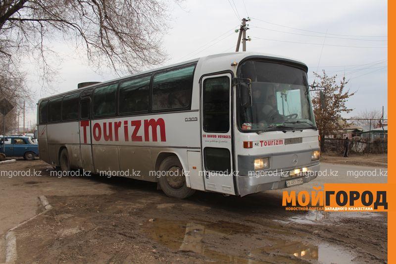 Новости Актобе - Автобус с иностранными гражданами сломался на трассе в Актюбинской области