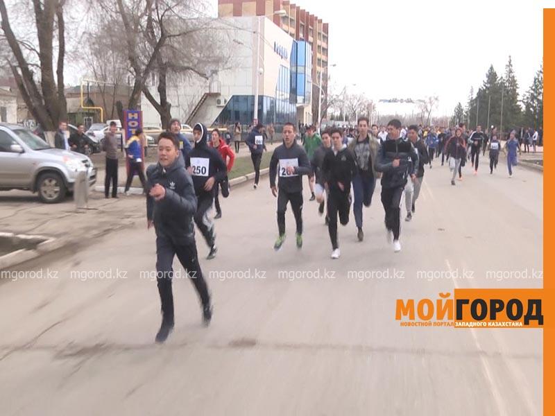 500 уральцев одновременно сели на велосипеды zabeg3