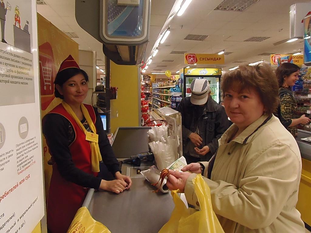 Супермаркет «Суровский» поздравил ветеранов с Днем Победы OLYMPUS DIGITAL CAMERA