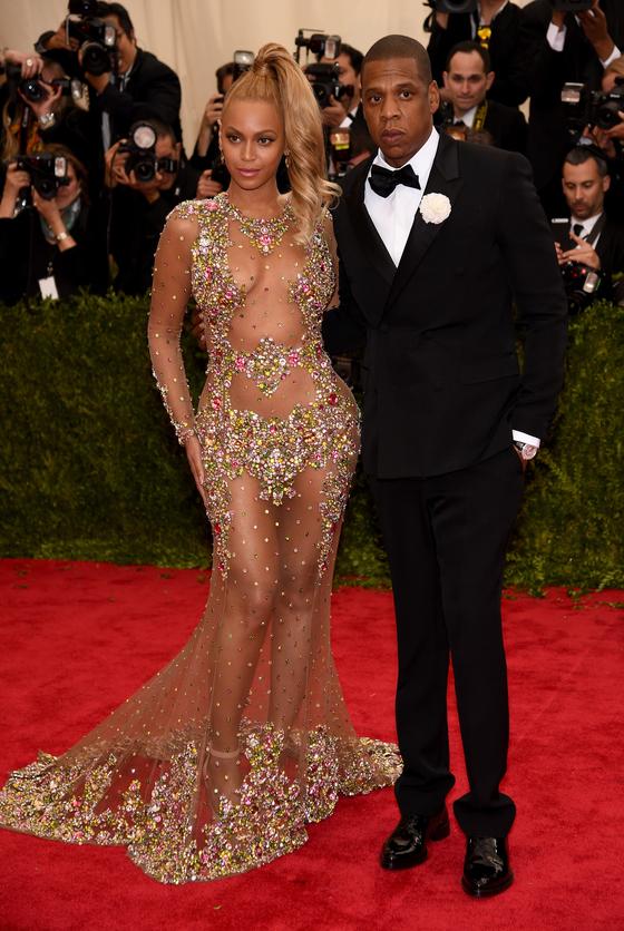 Звезды на красной дорожке Бала института костюма Бейонсе и Jay Z