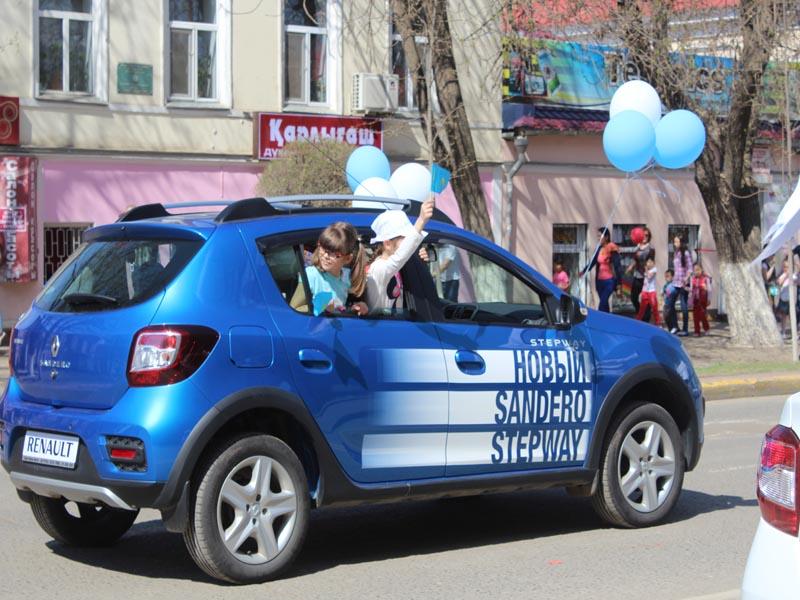 Сотрудники компании «Урал-Кров-Авто» приняли участие в первомайском шествии pervomai0607