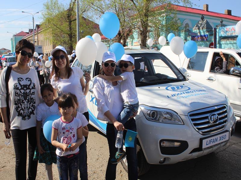 Сотрудники компании «Урал-Кров-Авто» приняли участие в первомайском шествии pervomai2