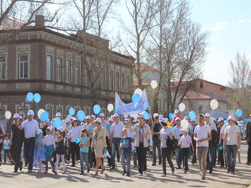 Сотрудники компании «Урал-Кров-Авто» приняли участие в первомайском шествии pervomai4