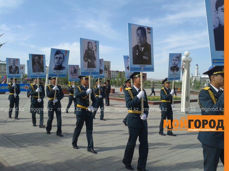 """Более 400 человек приняли участие в акции """"Бессмертный полк"""" в Атырау polk"""