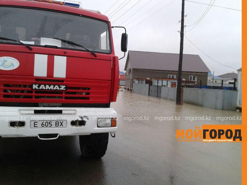 В Атырау из-за сильного ливня эвакуированы жители 15 домов potop (2)