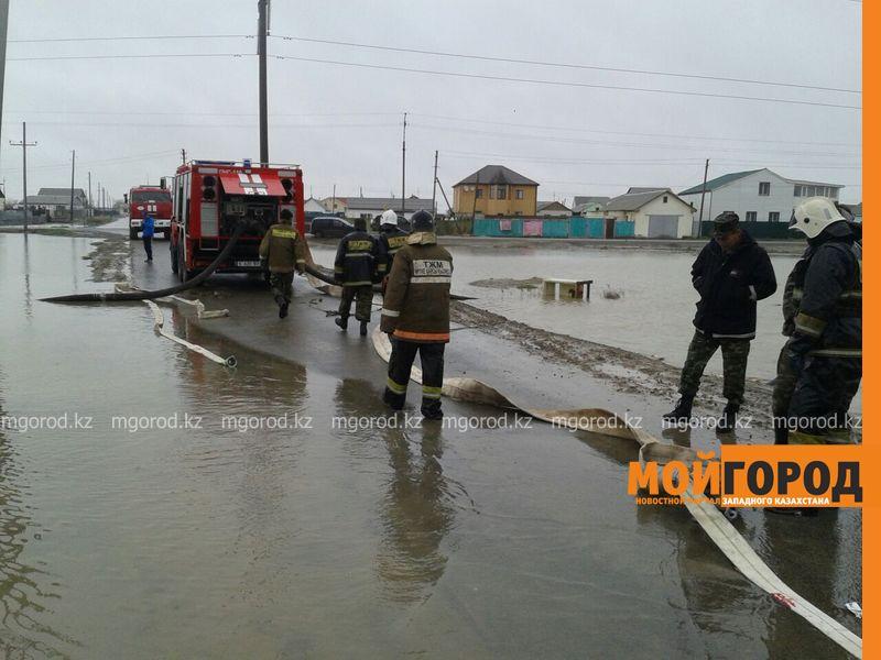 В Атырау из-за сильного ливня эвакуированы жители 15 домов potop (3)