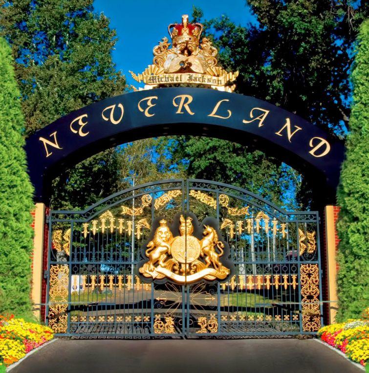 """Новости - 6 лет без Майкла Джексона В 1988 году Джексон купил земельный участок, площадью примерно в 5 раз превышающей княжество Монако, и создал на нем ранчо, которое назвал в честь страны """"нестареющего мальчика"""" Питера Пена (своего любимого героя), - """"Нэверленд"""". На его территории были построены развлекательный парк отдыха, кинотеатр и частный зоопарк. Туда Майкл регулярно приглашал детей из приютов, из малоимущих семей и малышей, страдающих от тяжелых заболеваний. В 2002 году он позвал к себе в гости 200 членов военной команды """"Ванденберг"""" и их семьи, выражая таким образом свою благодарность и уважение к их подвигу."""