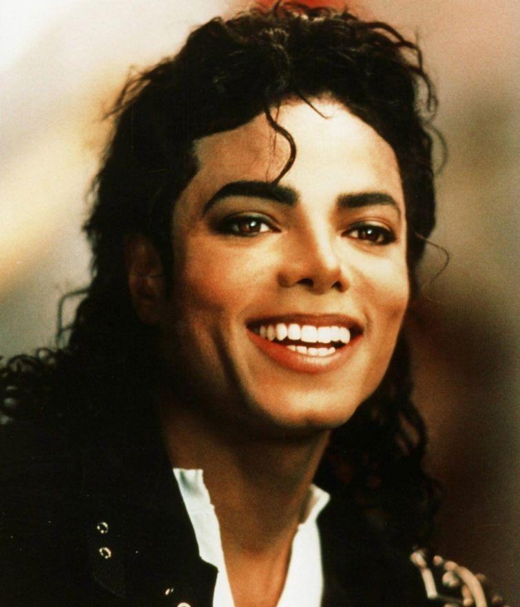 Новости - 6 лет без Майкла Джексона Не самый лучший поступок Майкла спас ему жизнь. Трагическим утром 11 сентября 2001 года у Майкла должна была пройти встреча в одной из башен Всемирного торгового центра, но она не состоялась, так как певец проспал.