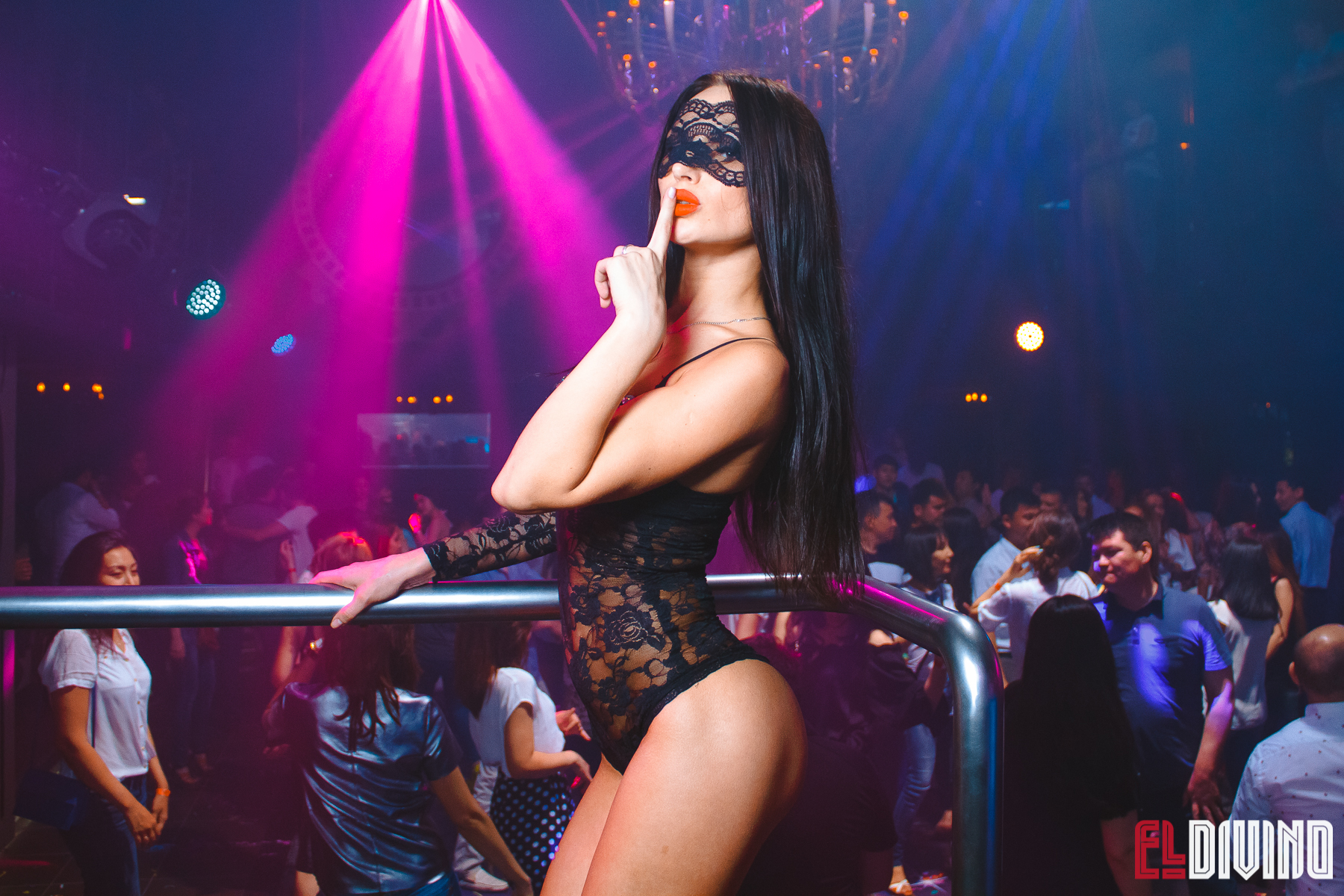 Фото девушек гоу-гоу в клубе