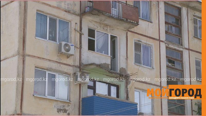 Новости Атырау - Обрушился балкон одного из домов в Атырау  balkon (2)