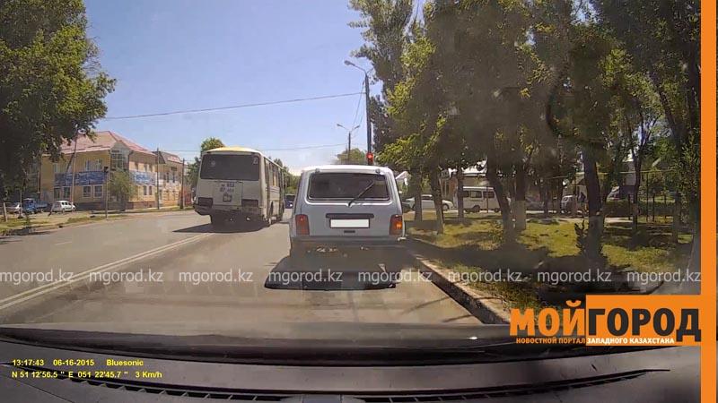 Новости Уральск - Пассажирские автобусы в Уральске проезжают на красный свет (видео) bus