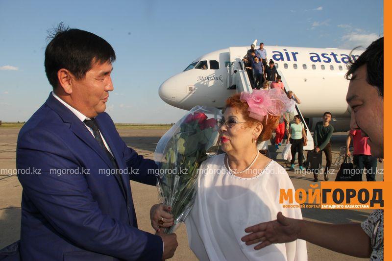 Народного артиста Казахстана Ескендира Хасангалиева встречают в ЗКО hasangaliev (2)