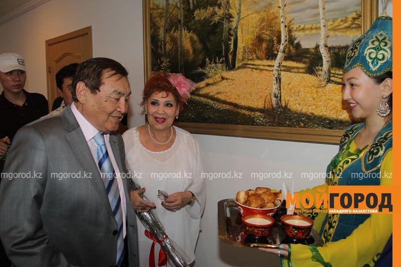 Народного артиста Казахстана Ескендира Хасангалиева встречают в ЗКО hasangaliev (3)