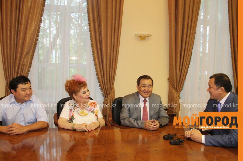 Народного артиста Казахстана Ескендира Хасангалиева встречают в ЗКО hasangaliev (5)