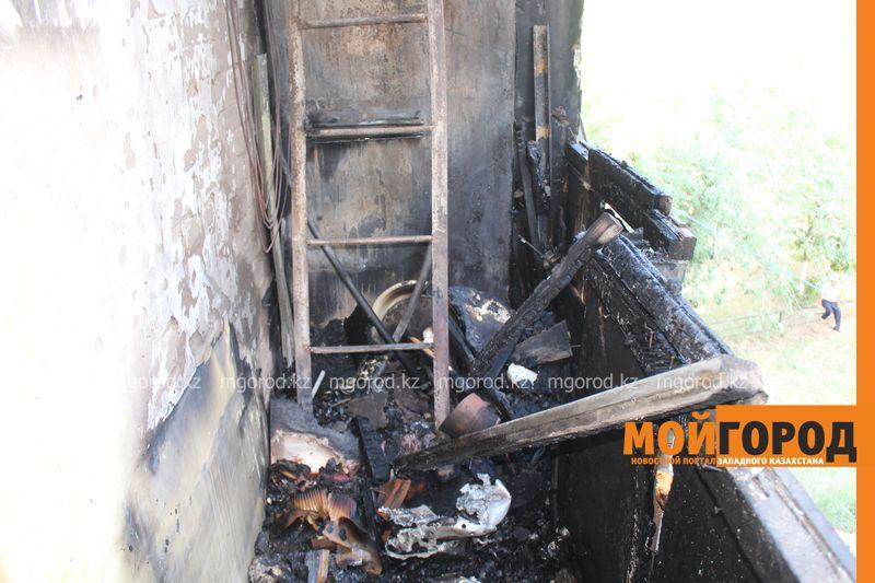 Новости Уральск - Балконы двух квартир общежития сгорели в Уральске neftebaza (1)