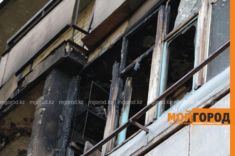 Новости Уральск - Балконы двух квартир общежития сгорели в Уральске neftebaza (6)