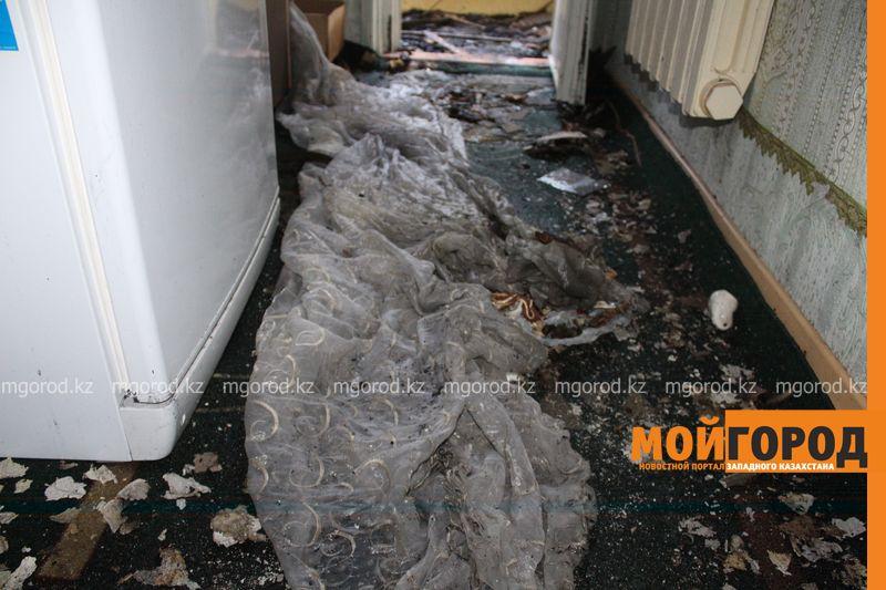 Новости Уральск - Балконы двух квартир общежития сгорели в Уральске neftebaza (7)