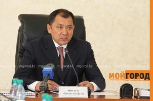 Аким ЗКО пожурил чиновников за порванные и не глаженные флаги  soveshanie (2)
