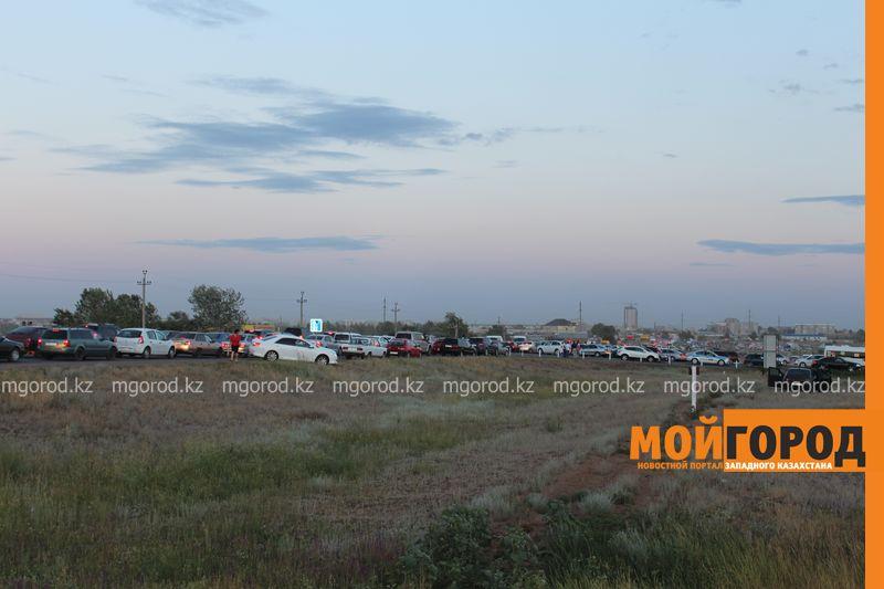 Новости Уральск - Розыгрыш автомобиля от гипермаркета «ДИНА» собрал тысячи людей (фото, видео) dina_probka (6)