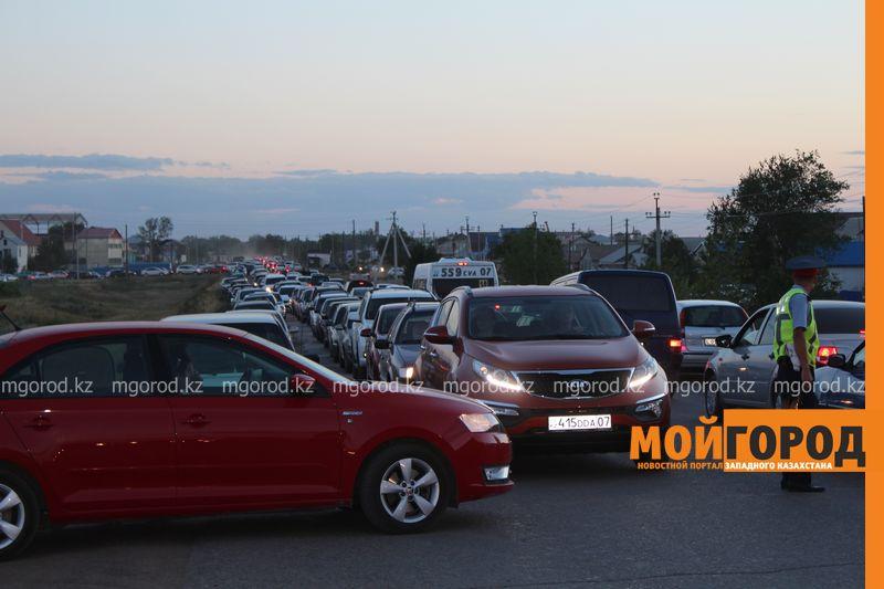 Новости Уральск - Розыгрыш автомобиля от гипермаркета «ДИНА» собрал тысячи людей (фото, видео) dina_probka (8)
