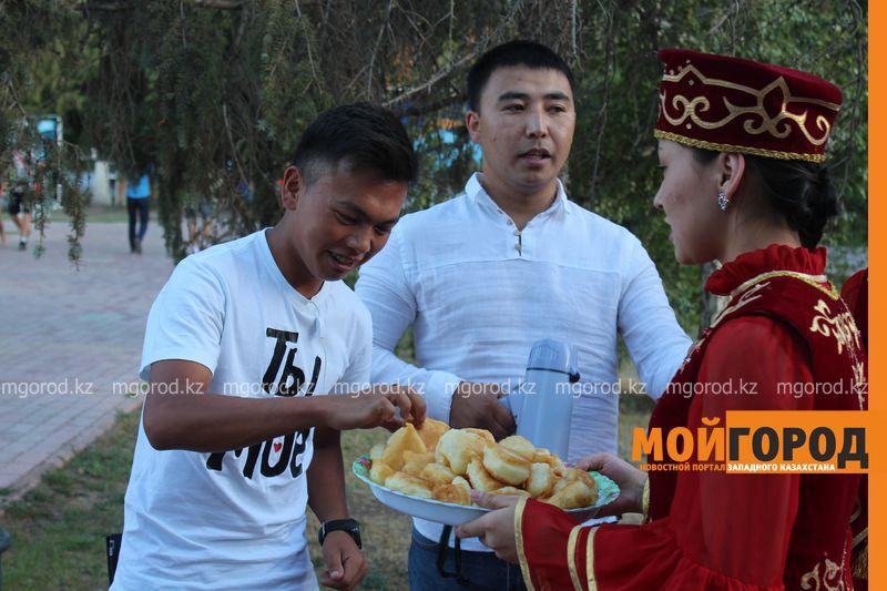 Гармонь-party и домбыра-party одновременно провели на площади в Уральске dombra (16)