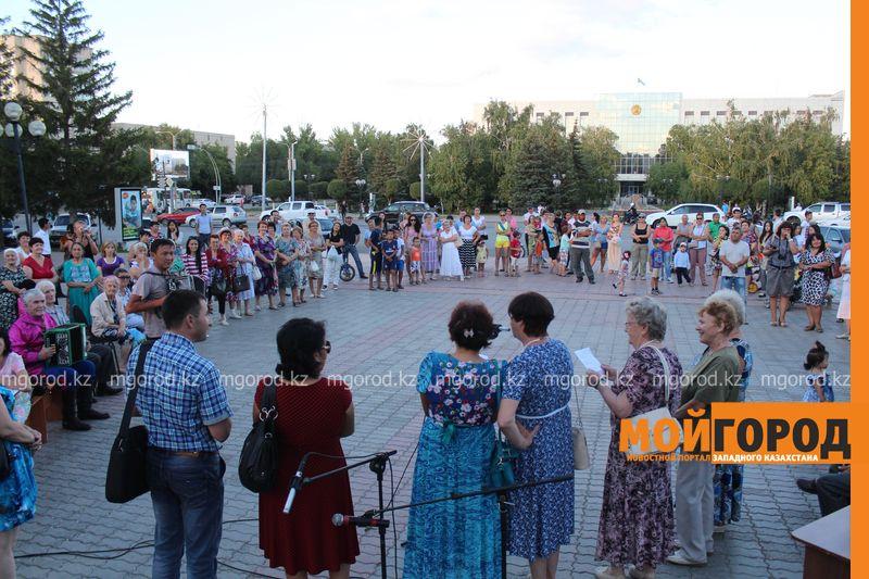 Гармонь-party и домбыра-party одновременно провели на площади в Уральске dombra (19)