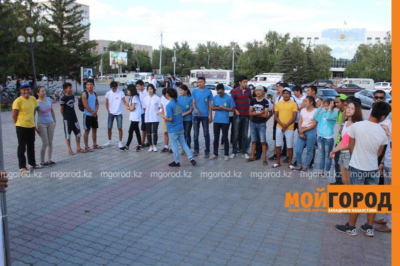 Гармонь-party и домбыра-party одновременно провели на площади в Уральске dombra (3)