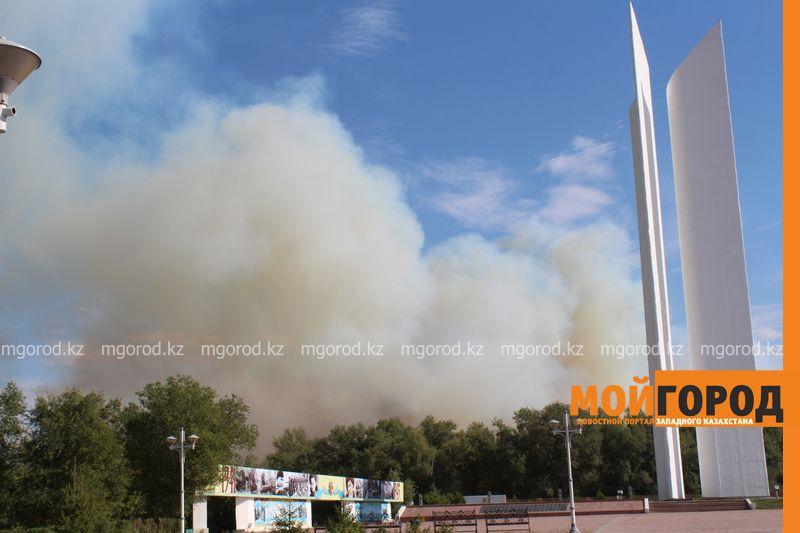 Новости Уральск - 80 пожарных борются с огнем в пригороде Уральска les (3)