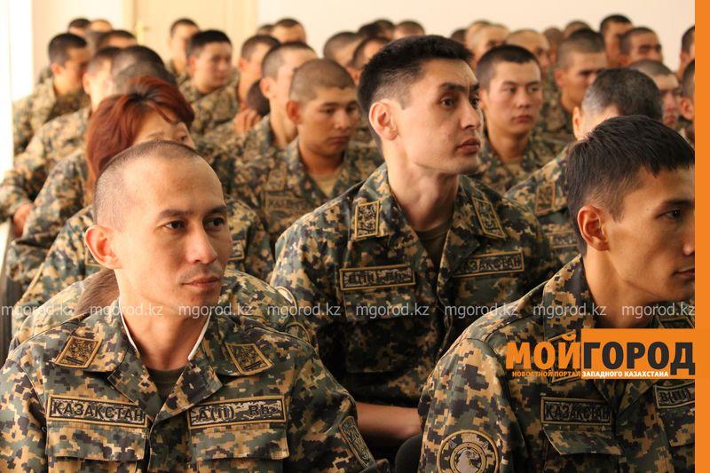 120 жителей ЗКО добровольно согласились участвовать в военных сборах Копию знамени 73 гвардейской дивизии привезли в Уральск