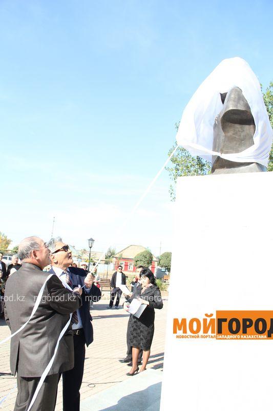 Бюст Динмухамеда КУНАЕВА появился в Уральске фото Рафхата Халелова (101) [600_800]