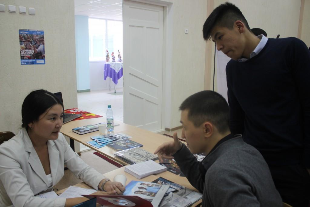 Обучающий центр StepbyStep провел ярмарку иностранных вузов 1