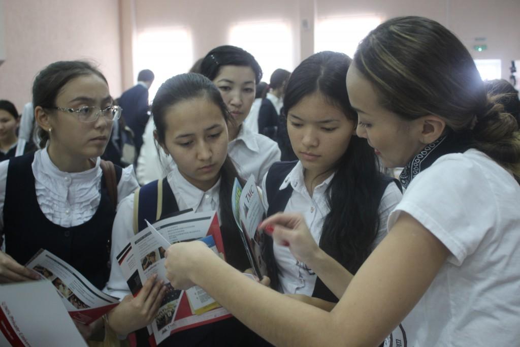 Обучающий центр StepbyStep провел ярмарку иностранных вузов 3