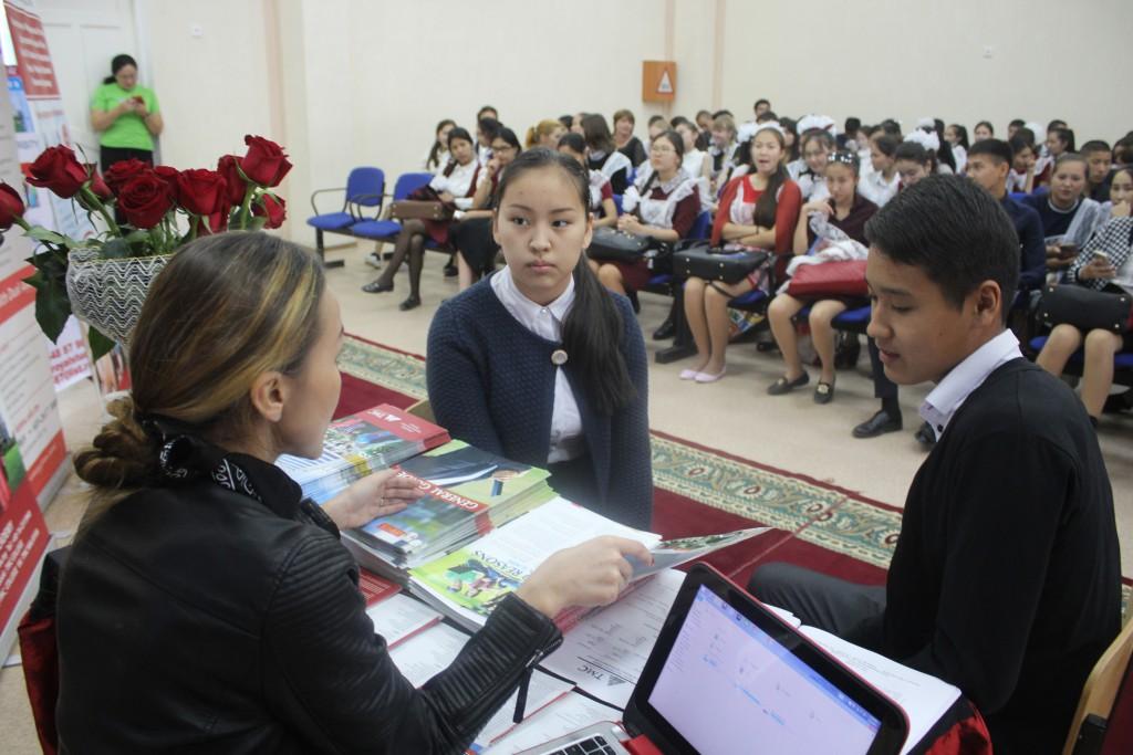 Обучающий центр StepbyStep провел ярмарку иностранных вузов 5