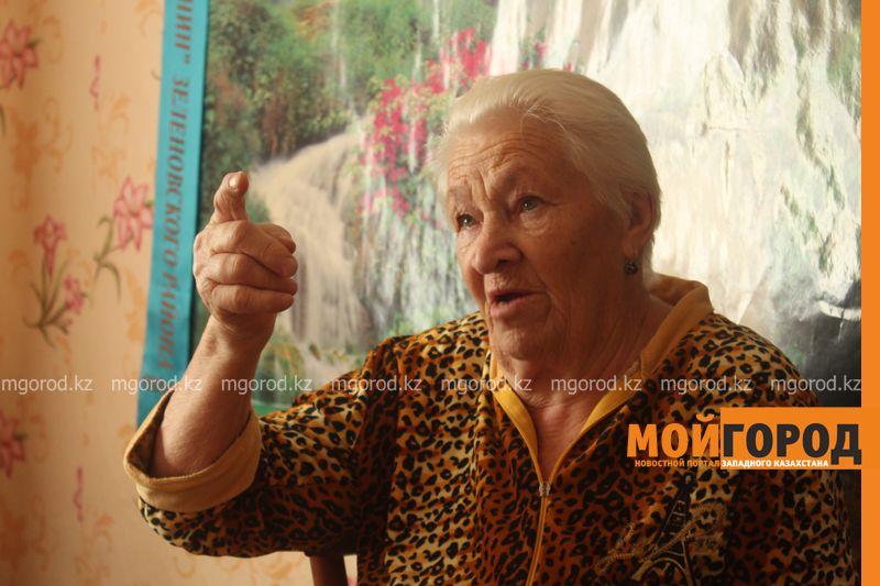 Ветерана войны в ЗКО сфотографировали на удостоверение возле туалета Супруга пенсионера Наталья ШКУРАТОВА