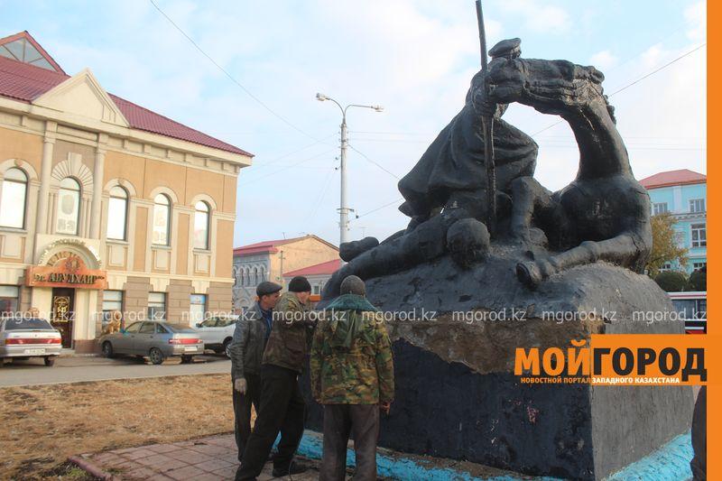 В Уральске ремонтируют памятник Мише Гаврилову IMG_1331 [800x600]