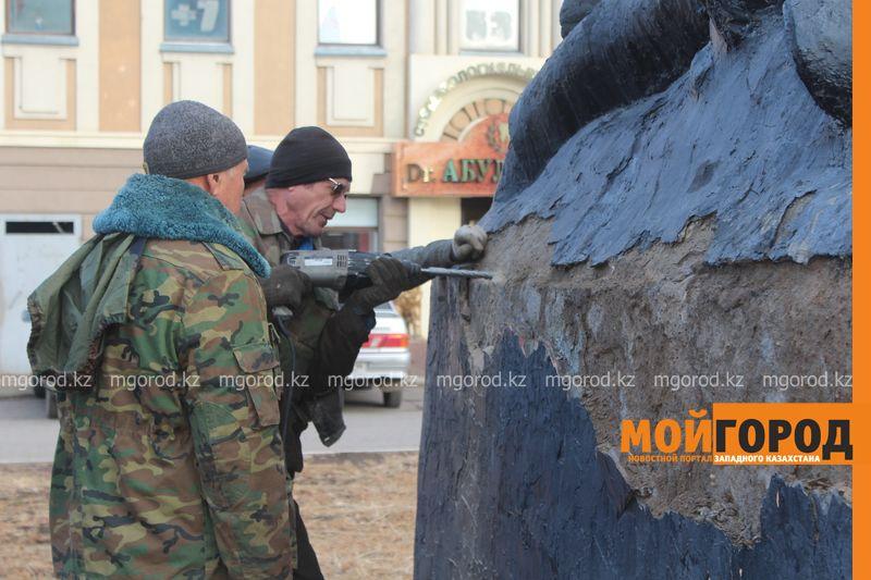 В Уральске ремонтируют памятник Мише Гаврилову IMG_1332 [800x600]