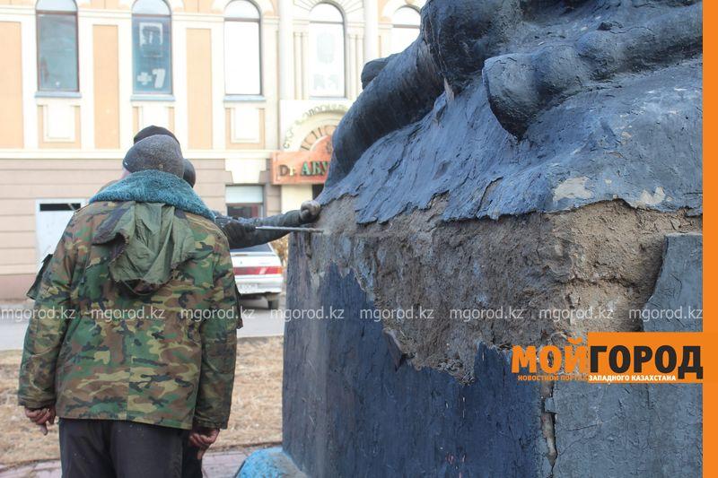 В Уральске ремонтируют памятник Мише Гаврилову IMG_1333 [800x600]