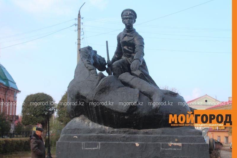 В Уральске ремонтируют памятник Мише Гаврилову IMG_1335 [800x600]