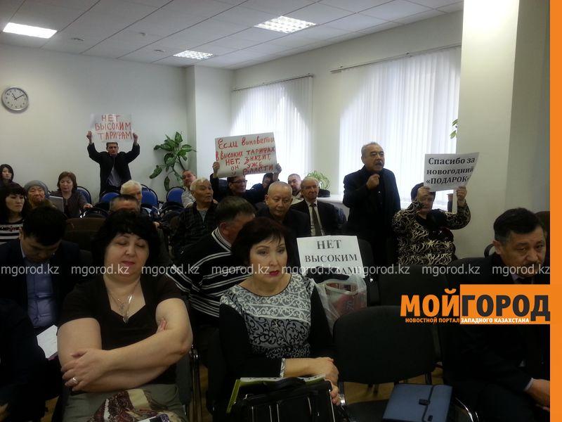 Тыкву подарили общественники Уральска монопольщикам 20151229_111456 [800x600]
