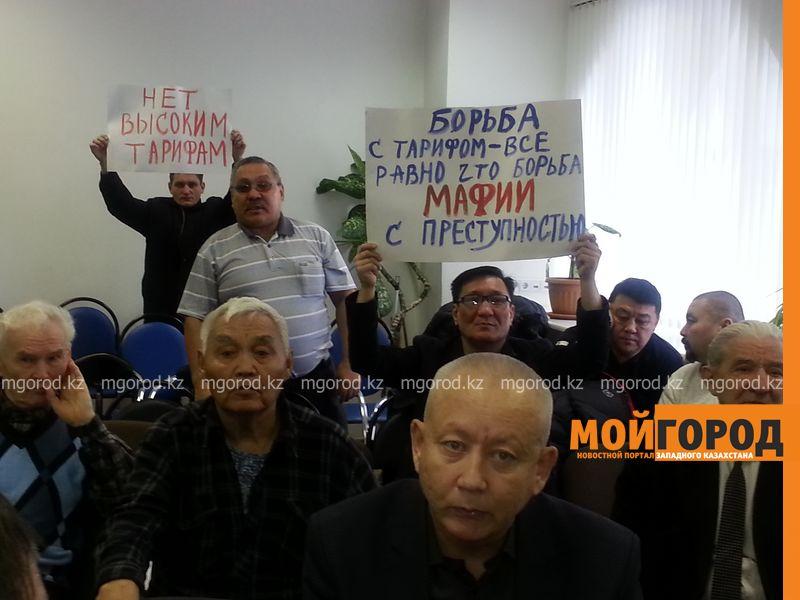 Тыкву подарили общественники Уральска монопольщикам 20151229_111749 [800x600]