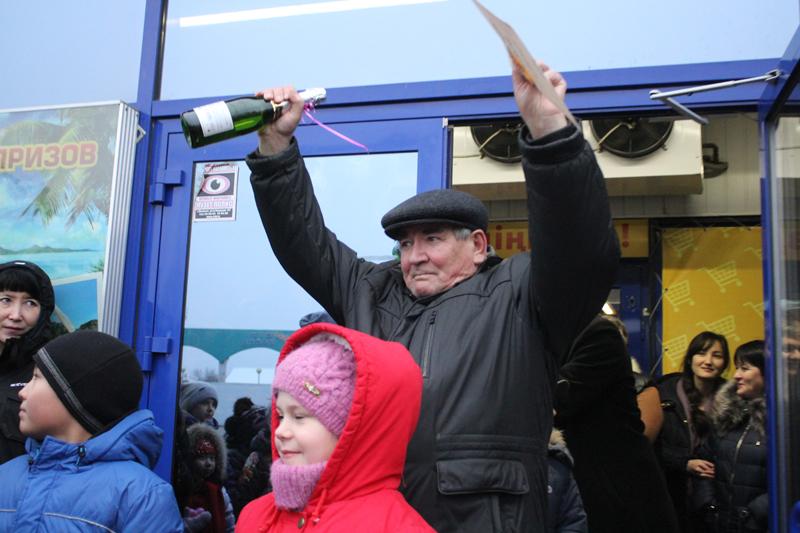 Покупатели сети супермаркетов «Суровский» в Уральске отдохнут на море 9