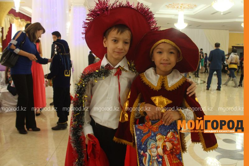 Новости - Воспитанников детских домов и ЦАНа поздравили с Новым годом в Уральске novi god (1)